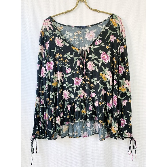 American Eagle Outfitters tie front floral top